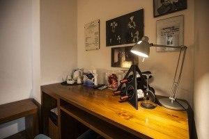 La scrivania presente in una camera